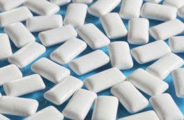 فواید جویدن آدامس/کاهش پوسیدگی دندان و تقویت قدرت مغز